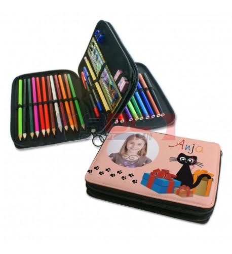Trousse à crayons noire avec stylos couleur, feutres, règle, taille-crayon, gomme (vendu à l'unité)